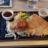 やながわ精肉店 - 料理写真:ハンバーグ&チキン