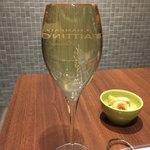 俺のイタリアン - なみなみのグラスシャンパン