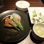 ワインカフェ - お肉のプレートランチ900円