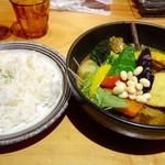 78421748 - チキン1/2と豚角煮と野菜、ご飯180g 1450円