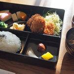 食の工房 キッチン倶楽部 - 料理写真:コロッケ定食