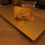 ビター・バー - 柿 ブリャサヴァラン 蜂蜜 トンカ豆のクレープ1
