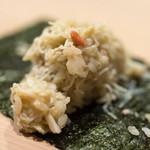 うを徳 - 2017.12 新潟村上松葉ガニの身と味噌を合わせた酢飯 海苔で巻いて