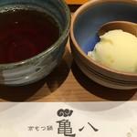 京もつ鍋 亀八 - 食後のデザート  柚子シャーベットに中尾園のお茶