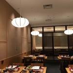 京もつ鍋 亀八 - 店内良い雰囲気