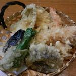 太郎 - 料理写真:天盛りはこの内容で驚きのワンコインです