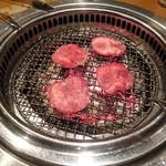 備長炭焼肉てんてんけやき通店 - 料理写真:タン塩