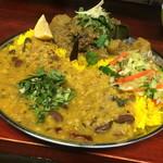 大衆食堂シックダール - バングラデシュのマスダルバートセット