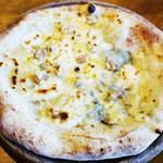 岩国イタリア食堂カンパーニュ - クアトロフォルマッジョ 蜂蜜添え