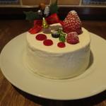 78439756 - いちごとホワイトチョコレートのショートケーキ クリスマスバージョン@1200円(税込み)