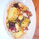 リブス&タパス ガブリシェア - タコとジャガイモのガリシア風。スペイン料理の定番