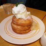 ウフウフガーデン - プレミアムたまごのパンケーキ<洋なしとホットカスタードのソース> 1,100円
