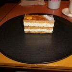 SATSUKI - ピエール・エルメ・パリのミルフィーユ・アンフィニマン・バニーユというバニラ風味のカスタードクリームをサンドしたミルフィーユです。