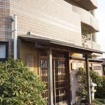行楽庵 - お店は瀬田駅から車で5分ほどのところにあります。