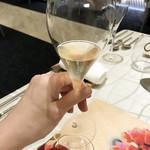 78444659 - 乾杯のシャンパン