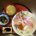 78445889 - 海鮮丼(1300円)です。