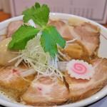 ラーメン 奏 - 魚介鶏チャーシュー(味玉+チャーシュー2枚)