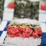 蕃 YORONIKU - 鯛とトモサンカクの海苔巻き