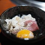 蕃 YORONIKU - ザブトンのすき焼き白トリュフ掛け