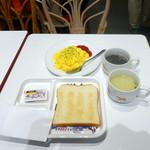 サクラカフェ神保町 - モーニング390円、東北牧場高級卵のスクランブルエッグ160円
