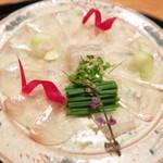 78450257 - 青森県産ヒラメの薄造り ビーツ 胡瓜 葱 穂紫蘇と芽葱