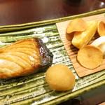 78450353 - 佐渡の寒鰤 安穏芋 蕪の煎餅 蓮酢