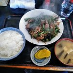 キッチンあべ - ニラレバ炒め(小ライス,みそ汁,漬物)