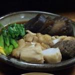 78455044 - ◆「里芋(300円)」「巾着2個(1個:300円)」「春菊(200円)」「つみれ(400円)」など。