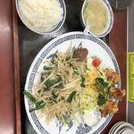 まんぷく亭 - 唐揚とニラレバ炒めの定食