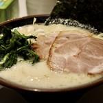 丸花 - 塩とんこつラーメン 太麺大盛り