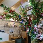 カイサルカフェ - クリスマス気分の店内