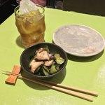 食堂とだか - 食堂とだか(品川区西五反田)お通し〜タコときゅうりの塩昆布 500円・ウーロン茶 500円