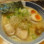 麺屋 一 - 味玉らー麺(750円)