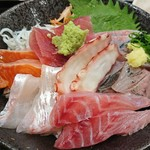 粋 炉端 - 伊豆の地魚海鮮丼