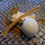 メゾン・バルサック - 薩摩芋のムース サクサクのパートフィロと蜂蜜レモンアイス添え
