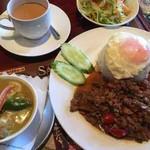 Asian Kitchen Sapana - ガパオタイカレーセット(グリーンカレー)