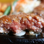 肉のはせ川 - はせ川ハンバーグ断面アップ