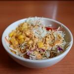 肉のはせ川 - 千キャベツ、紫キャベツ、ニンジン、コーン、ミニトマトのサラダアップ