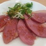 春樹 - おすすめセットのE生ビール+おつまみ600円のおつまみは鴨肉辛ネギ通常290円