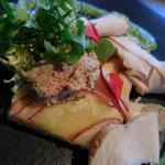 メゾン・バルサック - 川村農園のふじ林檎のタルト 大山鶏の自家製ハムと白レバーのパテを添えて;アップ