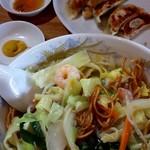 上海 - フライ麺 あんかけの野菜たっぷり