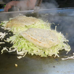 お好み焼 みつ - 肉と野菜を蒸し焼きに