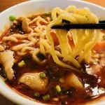 昌平ラーメン - 刺激的な紅スープからリフト!