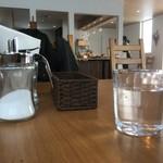 カフェ ストウヴ - 店内