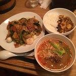 中華naきもち - 五目焼きそば+担々麺+麻婆丼 930円