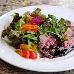 ローストビーフと彩り野菜のサラダ(イギリス)