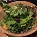 ワインノルイスケ - 梅香るグリーンサラダ