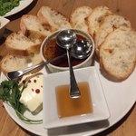 ワインノルイスケ - クリームチーズの王様&フォアグラとレバーのムース