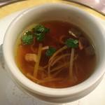レストラン シェ・オカ - きのことトリフ フォアグラのスープ