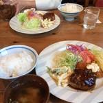 牛車 - 料理写真:日替りランチ750円です。 ハンバーグの美味しいステーキ屋さんです。